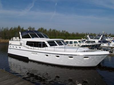 Motorová jachta Drat 22