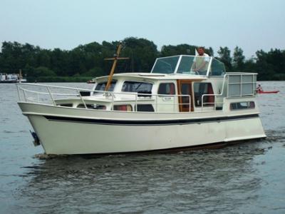 Motorová jachta fred