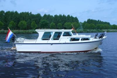 Motorová jachta hertog