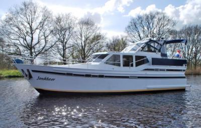 Motorová jachta jonkheer