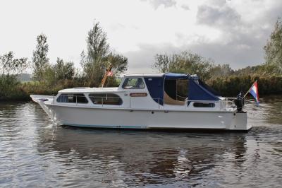 Motorová jachta jonkvrouw