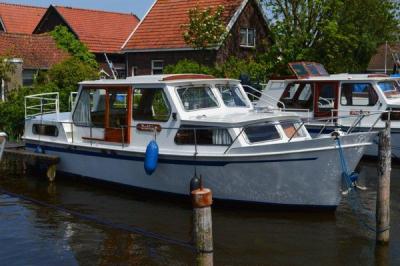 Motorová jachta dolphin