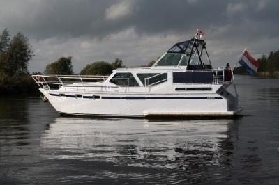 Motorová jachta indigo