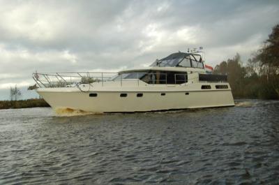Motorová jachta admiraal
