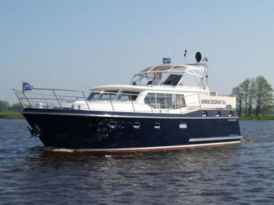 Motorová jachta Drat 77